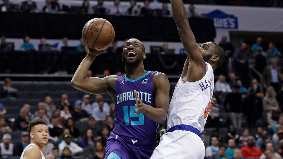 Knicks Falter Late Against Hornets, Drop 10th Straight Game