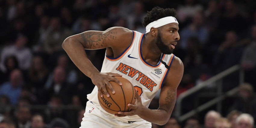 Mitchell Robinson Leaves Knicks-Bucks With Foot Fracture